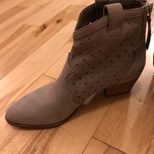 Sam Edelman taupe suede boot 7 1/2